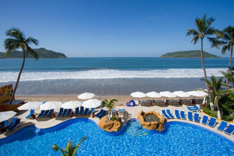 royal villas pool