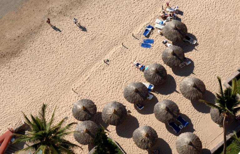 beach access at the palms hotel
