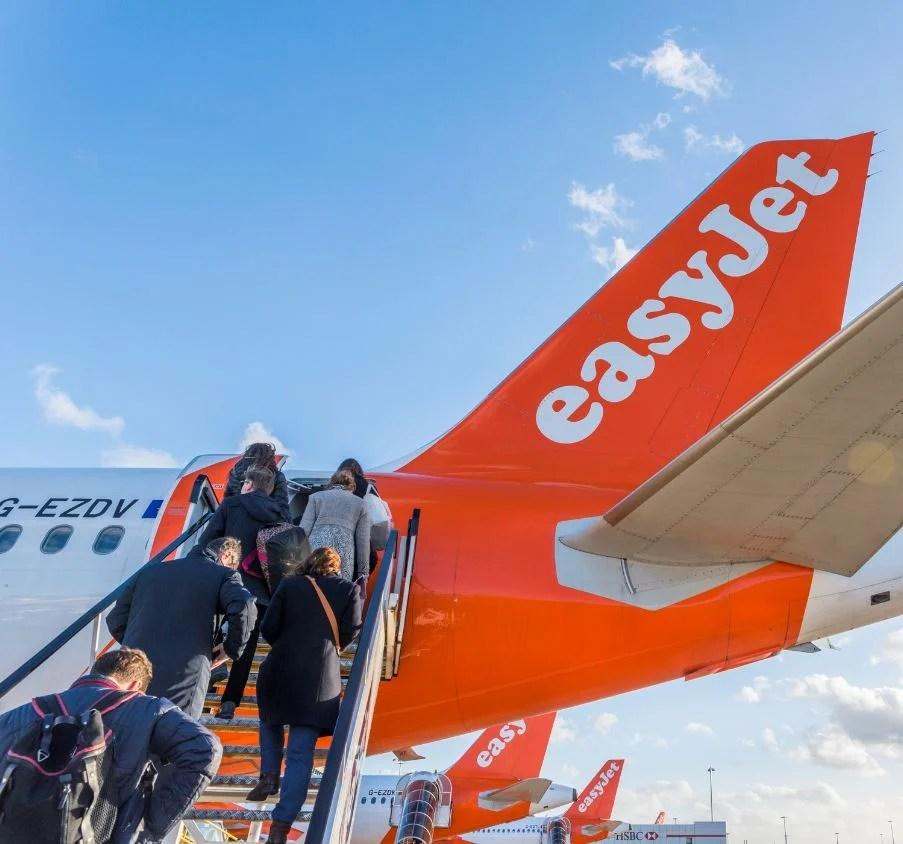 Easyjet plane loading