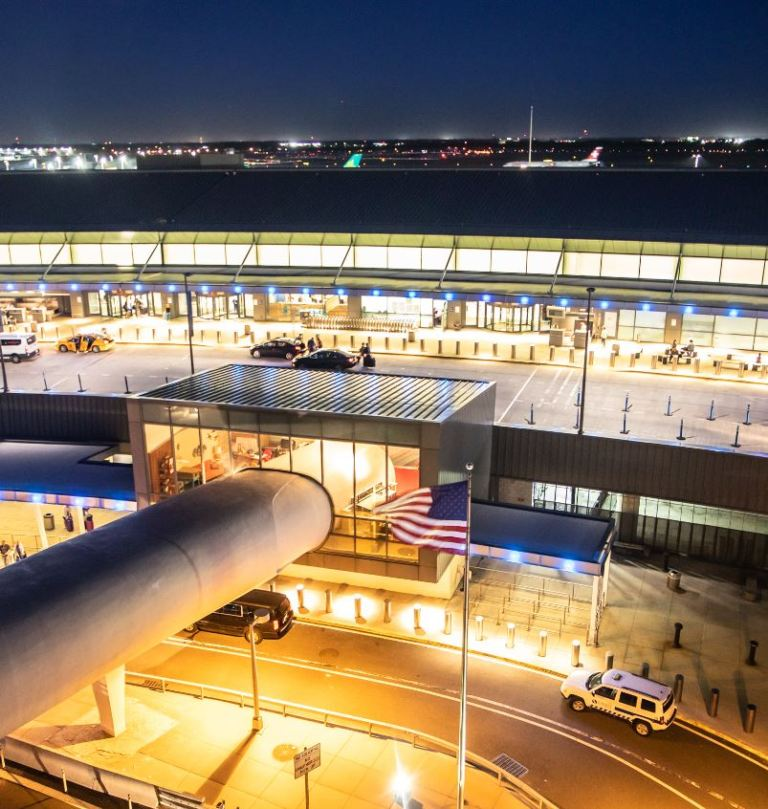 jfk airport at night