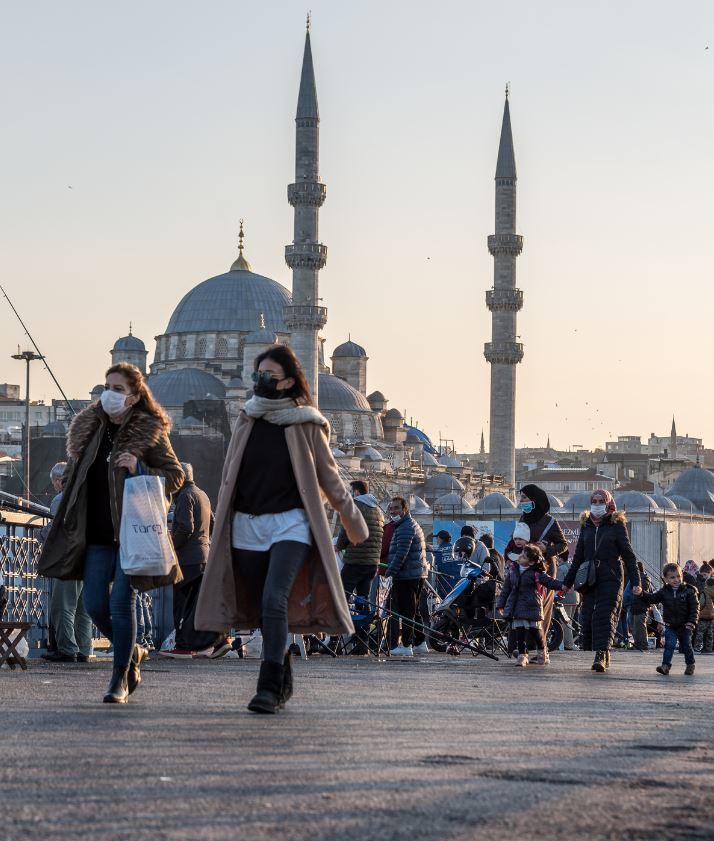 People in turkey wearing masks in Instanbul