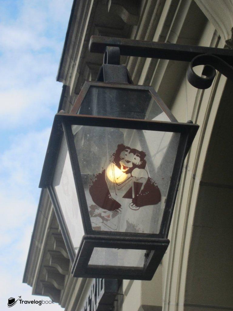 街上不時見到以熊為設計圖案。
