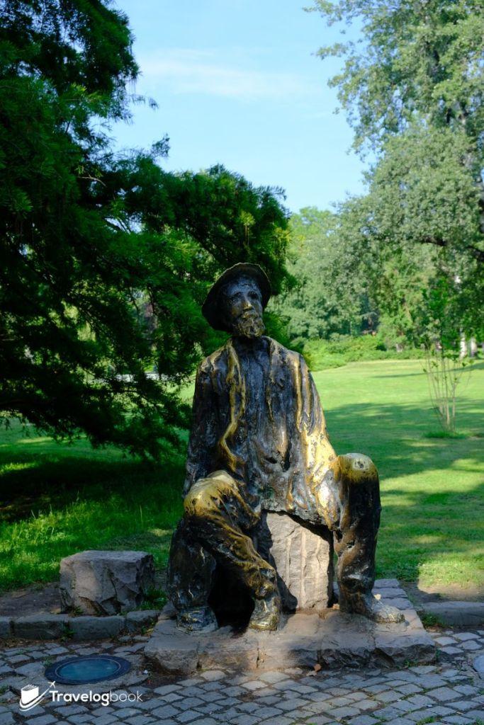 在Dunabe Park內的19世紀塞爾維亞藝術家Đura Jakšić 的鑄像。