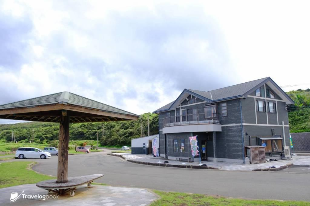 這個景點不但泊車方便,也有洗手間和名為龍星館的土產店(內有Cafe),如非趕路大可坐下來靜待黃昏的絕色。