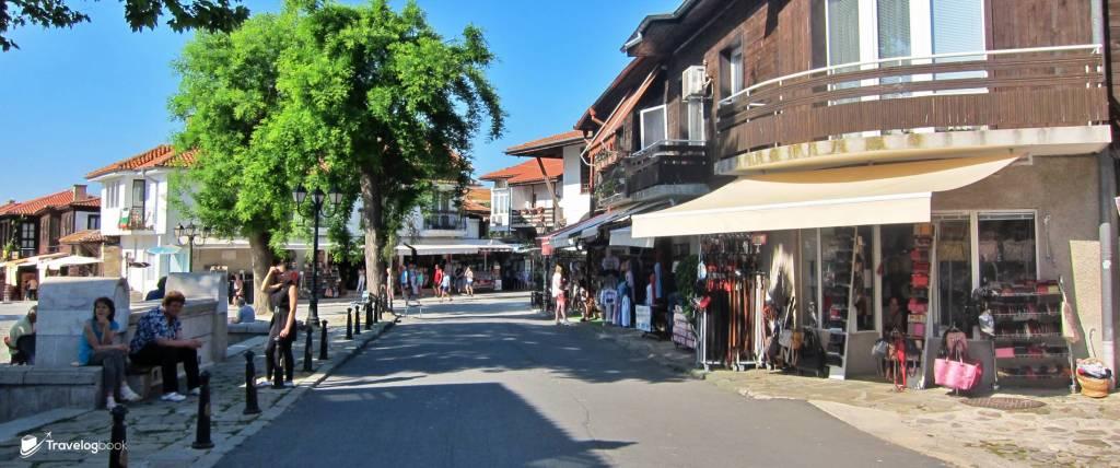 現時的Nessebar糅合新舊,是一個很遊客化的景點了。除了紀念品,也有小店售賣各式精品和皮製品等,宛如一個小市集。