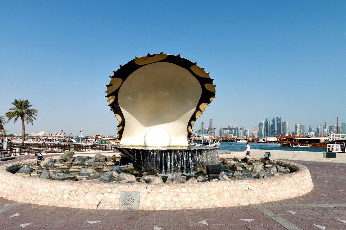Doha Corniche strandboulevard Het parelmonument