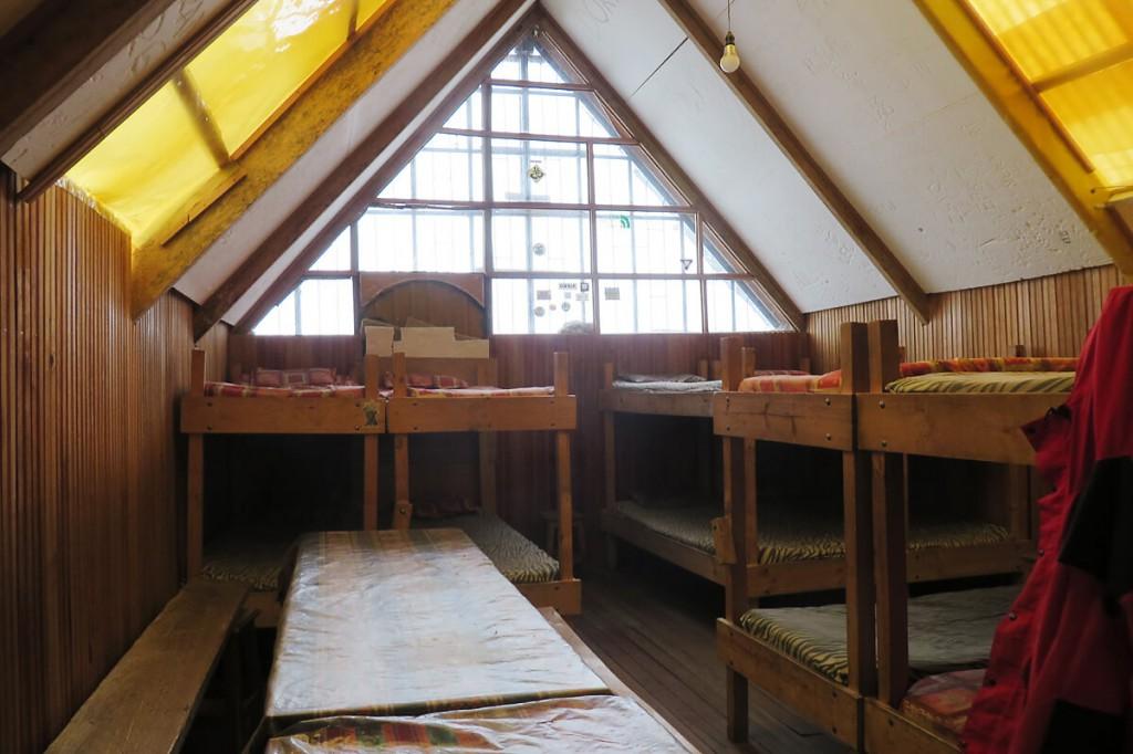 Spartanisch eingerichtete Hütte am Huayna Potosi