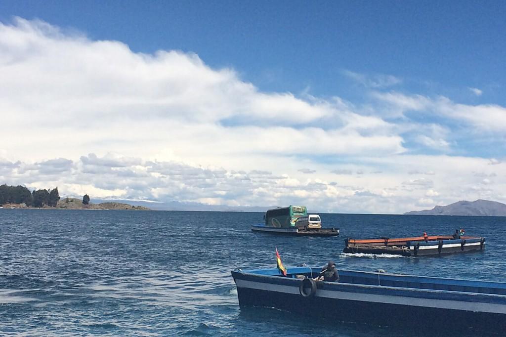 Fährfahrt mit Flössen über den Titicacasee