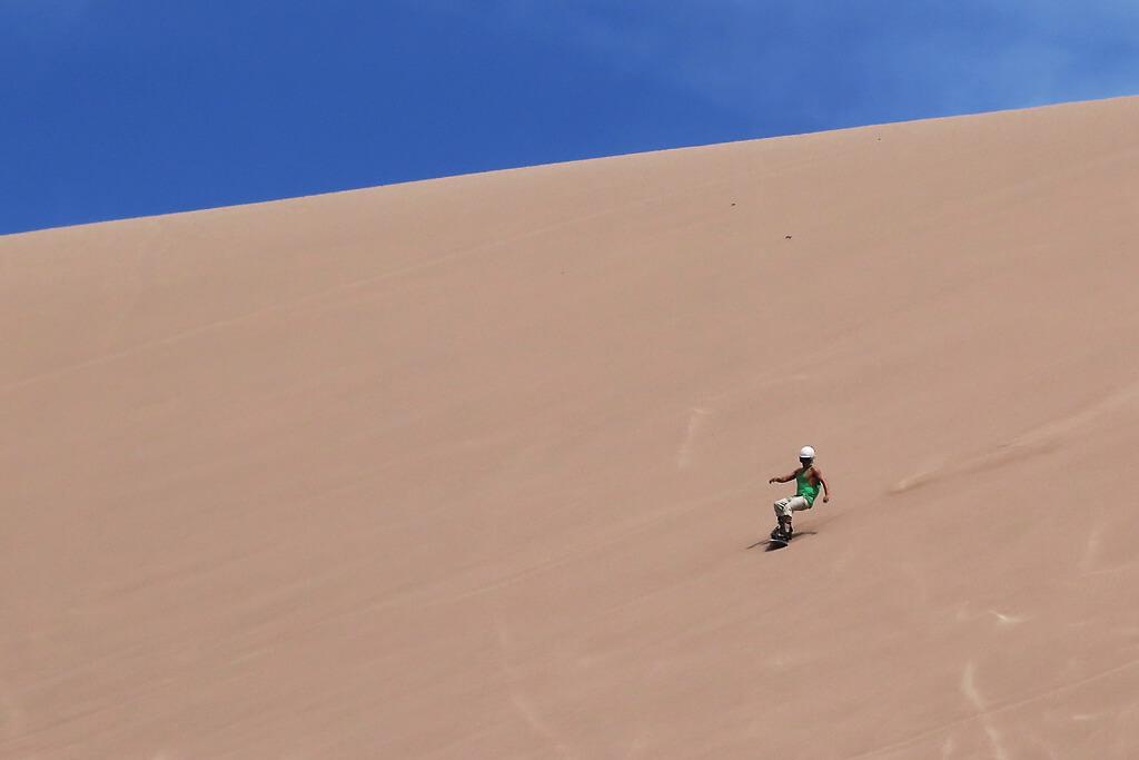 Sandboarden in der Atakama Wüste
