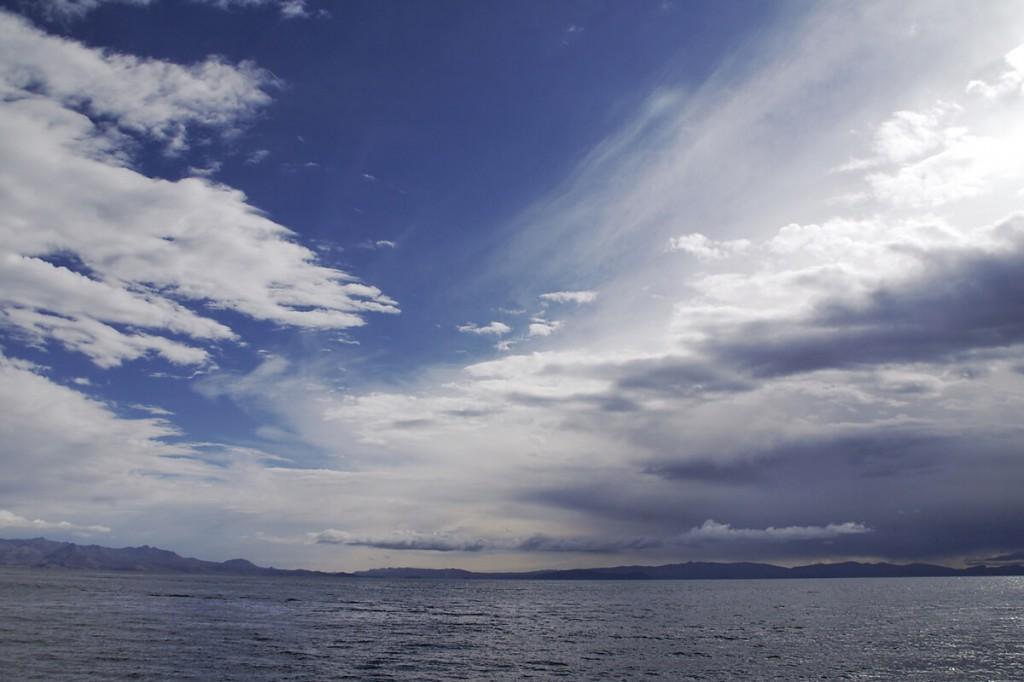Woken über dem Titicacasee
