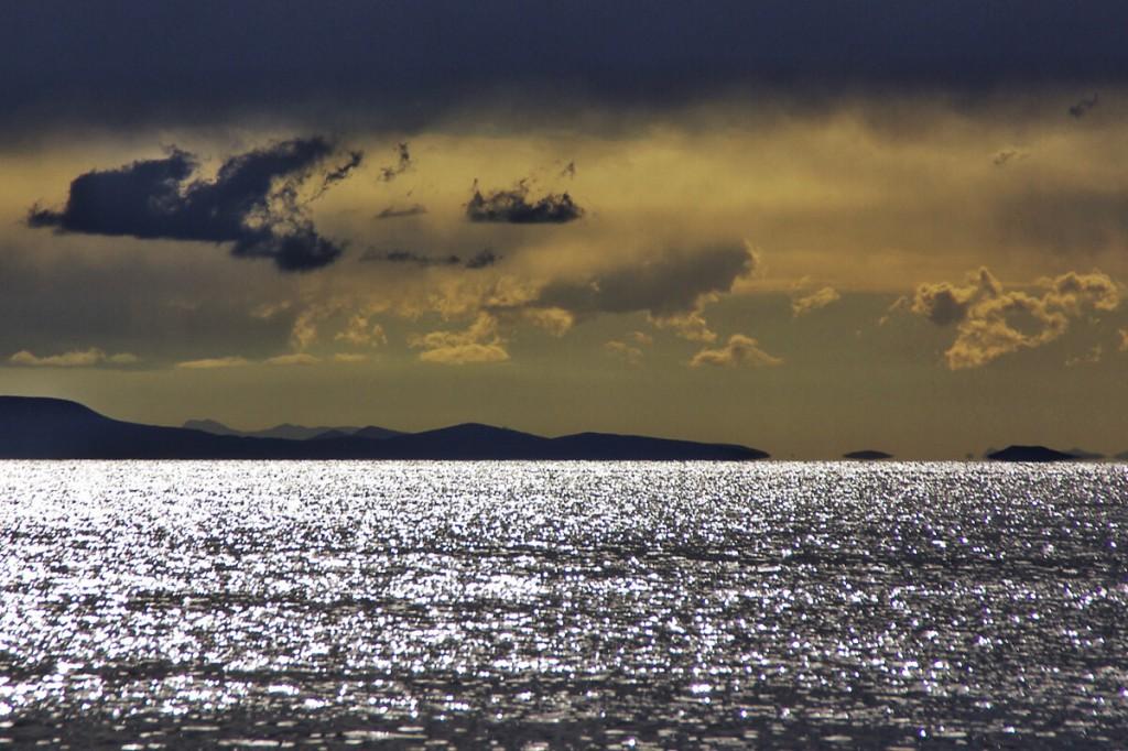 Sonne und Wolken über dem Titicacasee