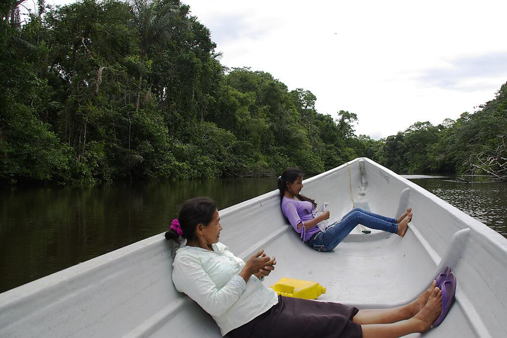 Mit dem Motorkanu durch den Nationalpark Ecuadors