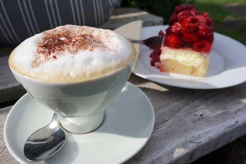 Kaffee und Kuchen im Hofcafe