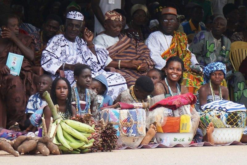 Besucher beim Dzawuza Fest in Togo