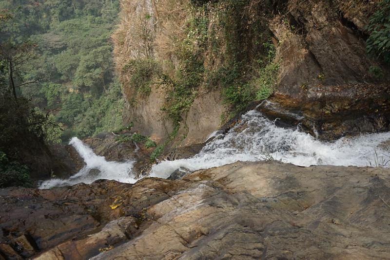 Blick auf die Lower Wli-Falls