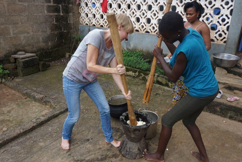 Zubereitung von Foufou in Togo