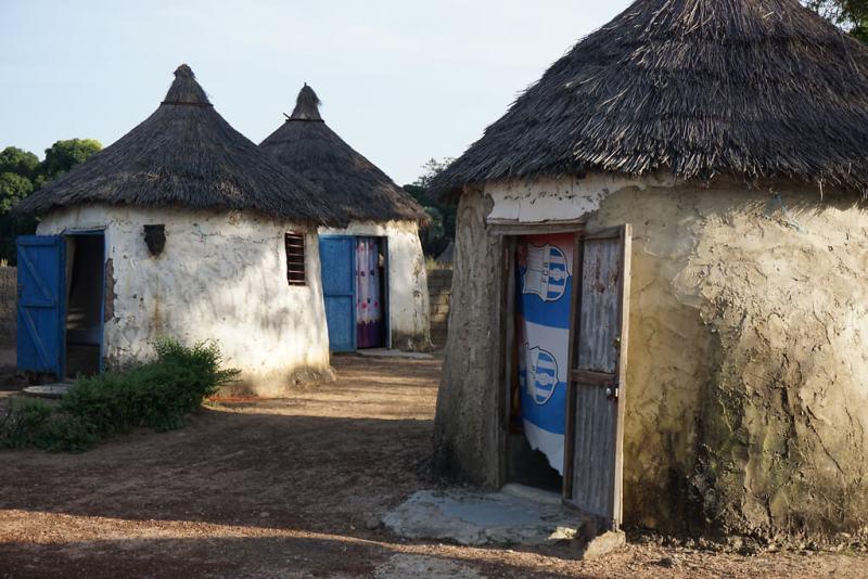 Unterkunft im traditionellen Rundhüttendorf Tengrela in Burkina Faso