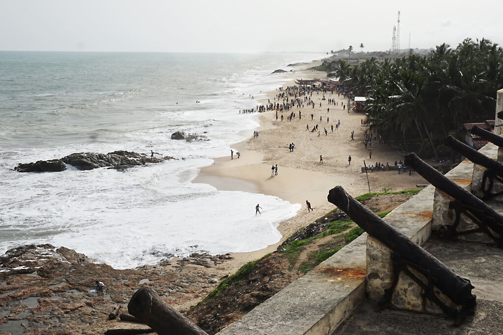 Küste vor der Sklavenburg Cape Cost in Ghana