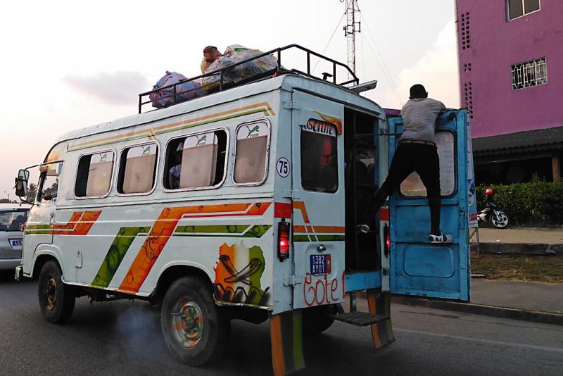 Gbaka in Abidjan in der Elfenbeinküste