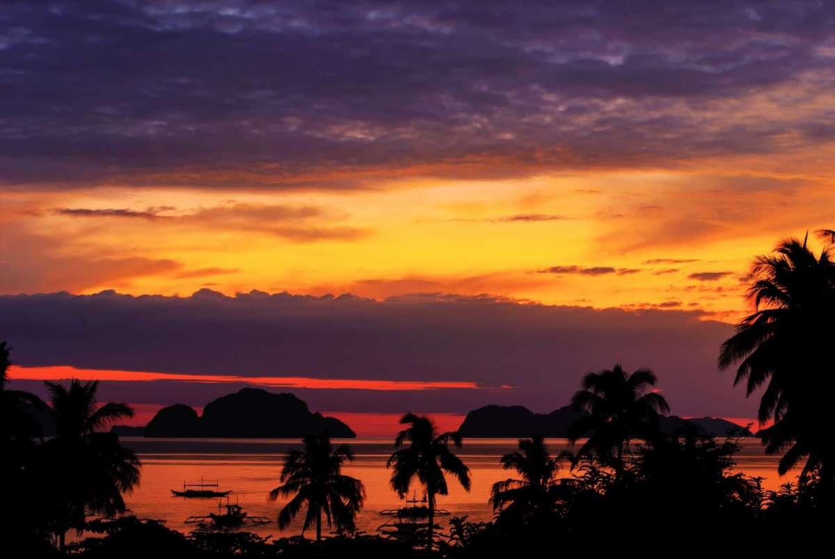 Sunset over Corong Corong Beach and Bacuit Bay, El Nido