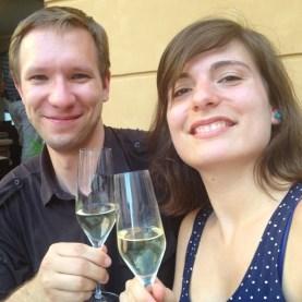 Sektempfang vor der Weinstube - cheers!