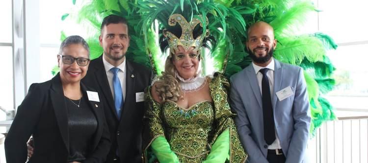 May-Ling Chun (directrice St. Maarten Tourist Bureau), Stuart Johnson (minister van toerisme) & Olivier Louis (Office de Tourisme de Saint-Martin)
