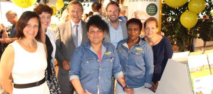 De ANWB heeft een nieuwe winkel geopend op het Neude in Utrecht. De opening werd vanochtend verricht door de burgemeester van Utrecht en Frits van Bruggen (directeur ANWB). Het gaat om een nieuw winkelconcept met balie waar ZRO's van The Travel Club winkelend publiek helpen.