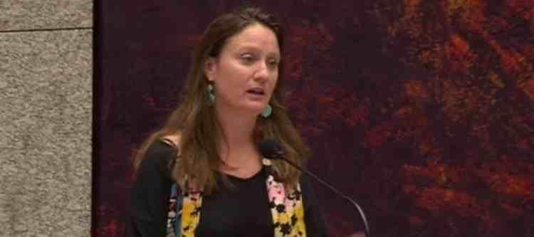 """Suzanne Kröger (GroenLinks) heeft in de Tweede Kamer wederom opgeroepen om te stoppen met Lelystad Airport.""""Het is een prestigeproject dat allang haar glans heeft verloren. Wat leveren 10.000 vluchten per jaar nu daadwerkelijk op?"""""""