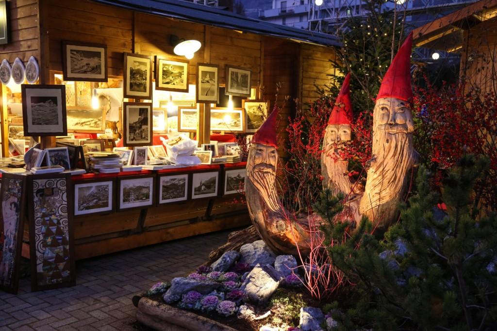 La visita dei mercatini di natale ad aosta è l'occasione per scoprire in un'atmosfera davvero unica le specialità artigianali ed enogastronomiche del territorio.se siete alla ricerca di un'idea regalo originale, troverete nelle bancarelle tante proposte, come candele, saponi artigianali, ceramica, … Terme E Mercatini Di Natale In Val D Aosta Con Vda Holidays
