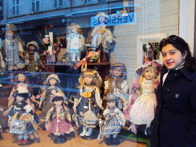 A day in the romantic French town of Evian, Travel Realizations, doll shop