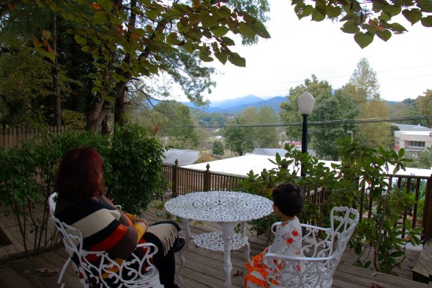 A memoir of moments in McKinley Edwards Inn in Bryson City, Travel Realizations, Bryson City. Great Smoky mountains