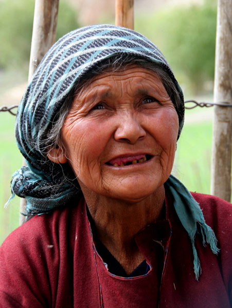 markha valley trek on a budget old woman