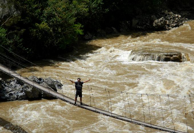 puentes papua Cruzando puentes