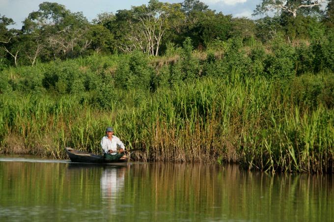 amazon fisherman Peruvian Amazon. How to get to Iquitos