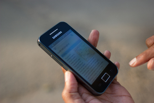 cell phone safety tips while traveling