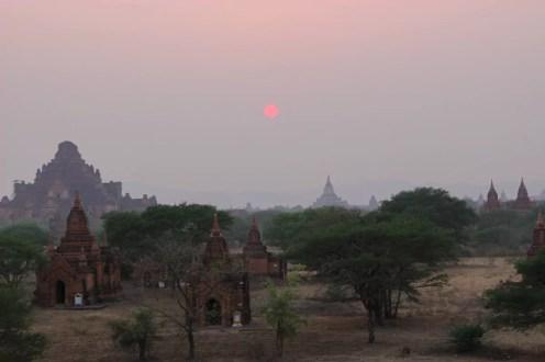 Sonnenuntergang in Bagan (links - Dhammayangyi Tempel)