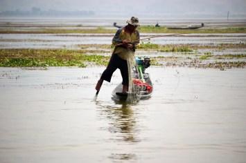 echter Fischer Einbeinruderer Inle-See