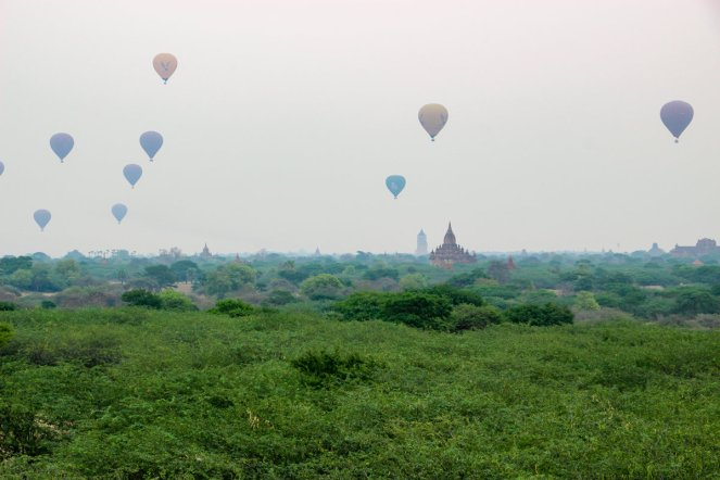 Heißluftballons Bagan Sonnenaufgang