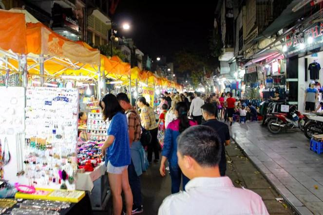 Auf dem Nachtmarkt in Hanoi