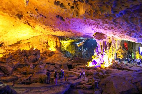Höhle Halong Bay Sung Sot Cave