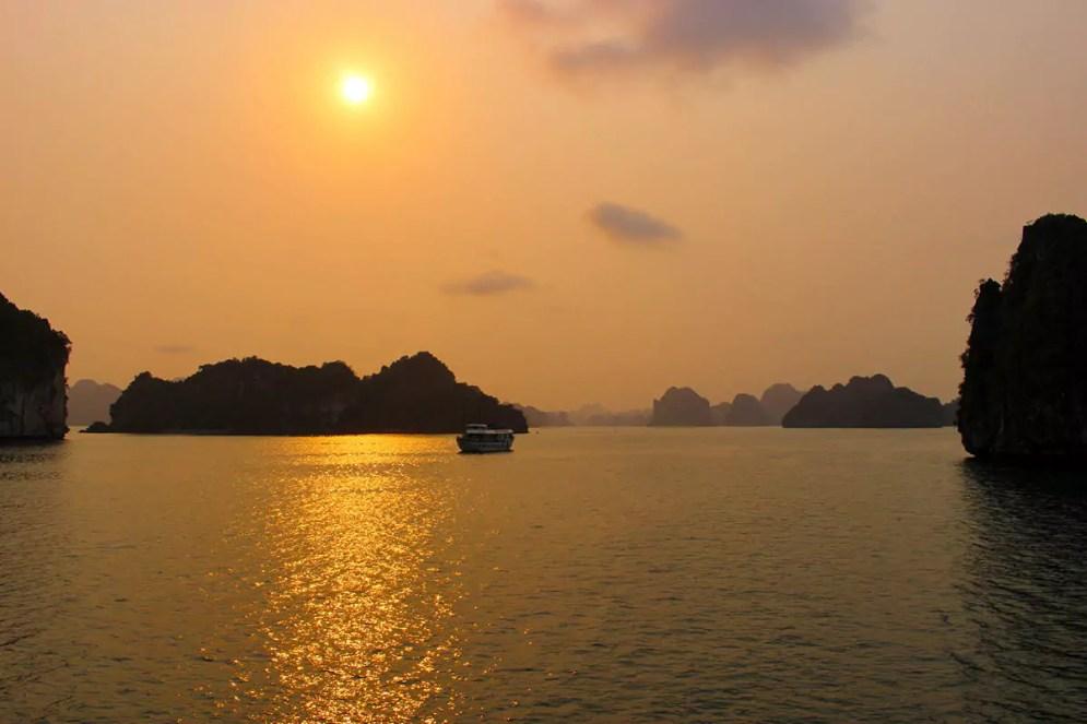 Sonnenuntergang Halong Bucht