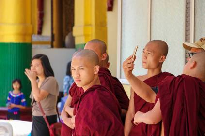 Mönche Shwedagon Pagode
