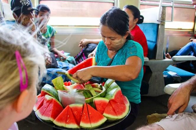 Verkäufer Ringbahn Yangon