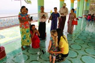Mit Burmesen fotografieren