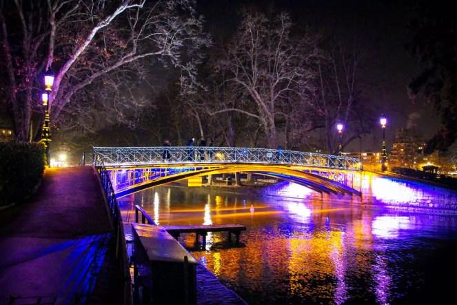 Pont des Amours in der Nacht