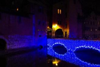 Pont Morens mit Weihnachtslichter in Annecy