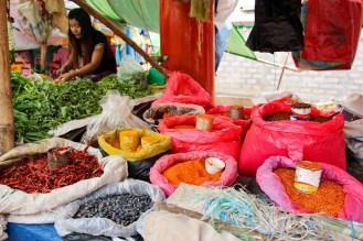 Gewürze auf dem 5-Tage Markt