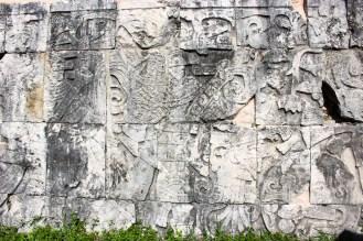 Köpfungsszene am Ballspielplatz von Chichén Itzá