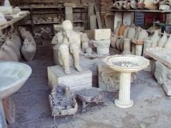 Ausguss von Hohlraum eines sitzdenden Opfers im erhärteten Gestein in Pompei
