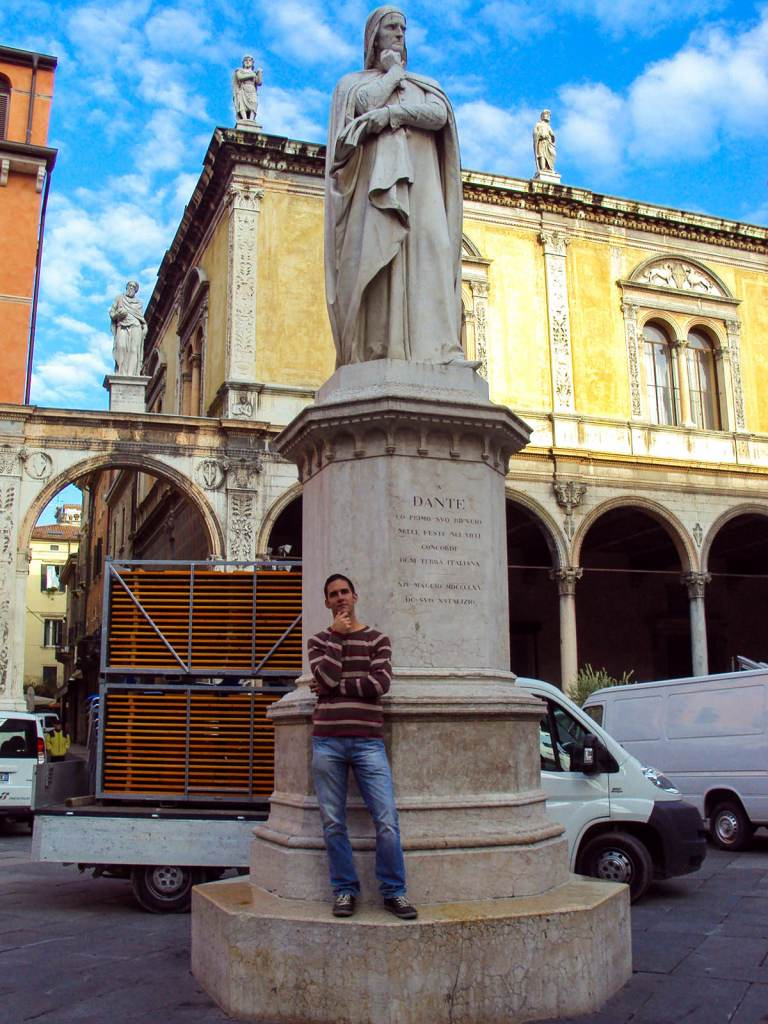 Statue Dante in Verona